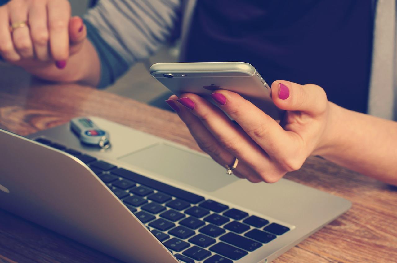 Românii ar putea fi desemnaţi cei mai comunicativi europeni. 9 din 10 români vorbesc măcar o dată pe zi la telefonul mobil