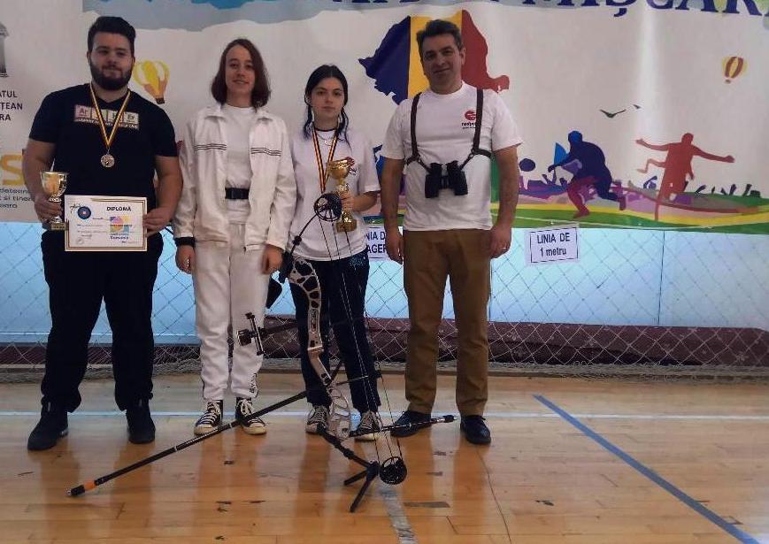 Două medalii de bronz la Campionatul Naţional indoor de tir cu arcul