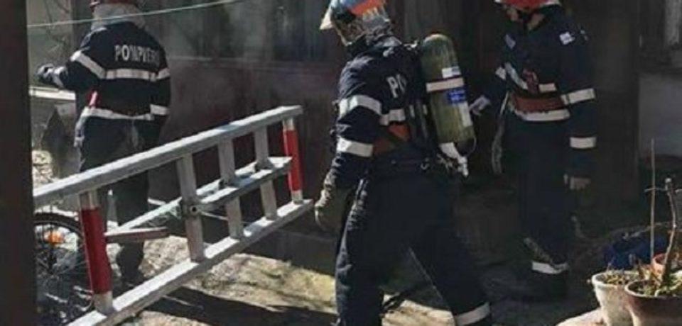 Persoană salvată de pompieri dintr-o locuință incendiată din Sălard. Comunicat