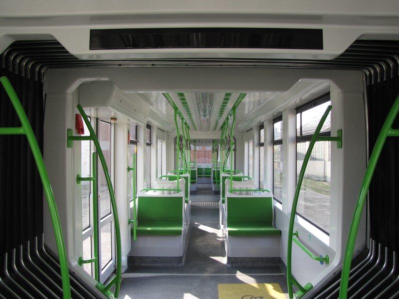 Cum arată noile tramvaie romanesti care vor circula, din toamna, prin Oradea