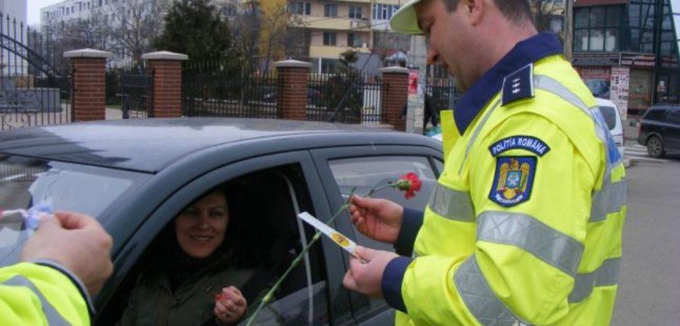 De 1 Martie, polițiștii bihoreni vor distribui în trafic mărțișoare cu mesaje preventive, create de copii