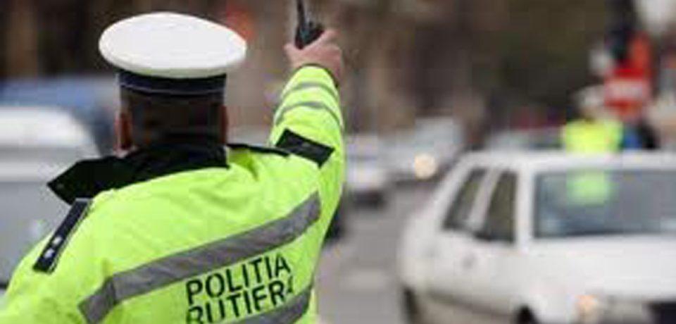 Peste 220 de participanți la trafic care nu au respectat legislația rutieră, sancționați de polițiștii rutieri, la sfârșit de săptămână
