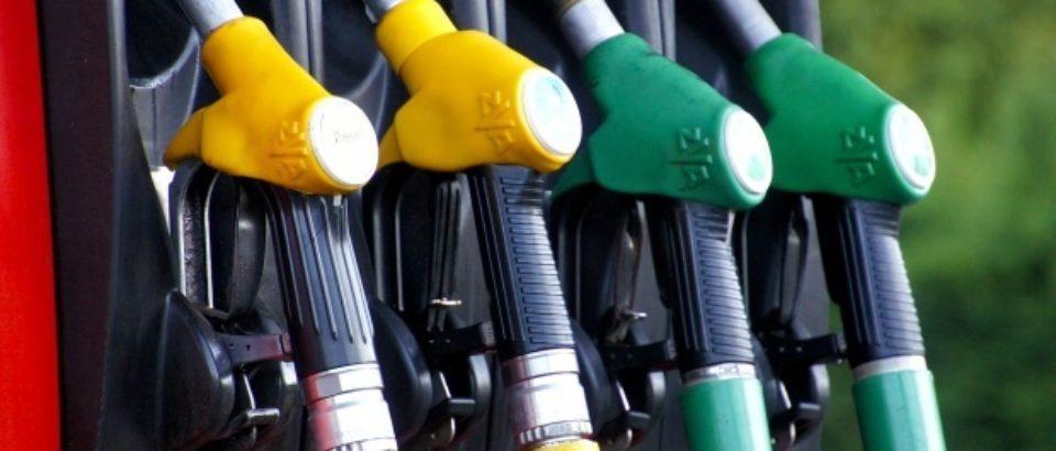 Preţul carburanţilor fără taxe în România a ajuns din nou mai mare decât media europeană