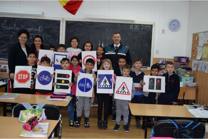 """Peste 1.300 de elevi bihoreni, implicaţi în proiectul """"Școala Siguranței Tedi"""""""
