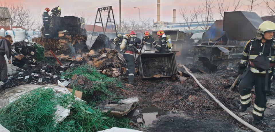 Video din masina ISU Crisana:  Pompierii sosesc la incendiul de luni seara din Parcul Industrial Oradea