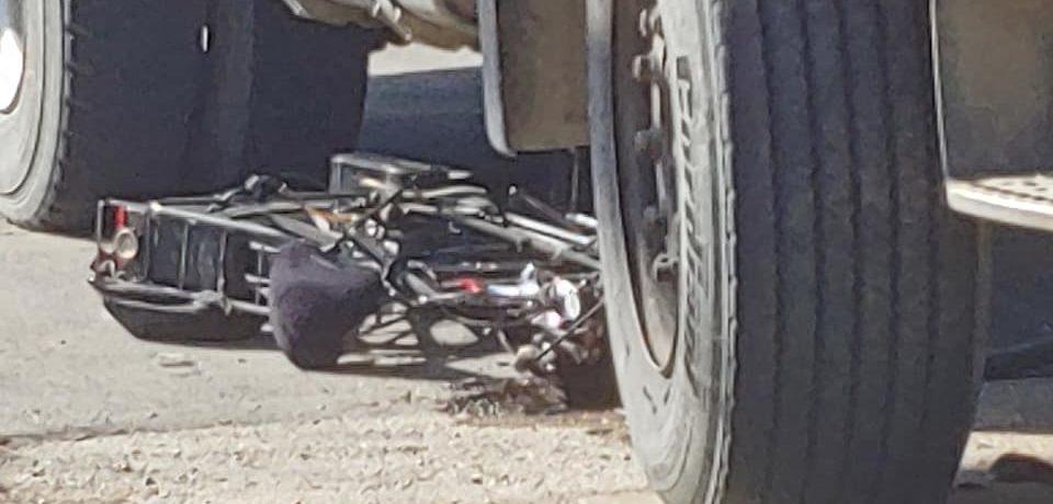 Grav accident pe Calea Borșului. Un biciclist a ajuns sub roțile unui camion