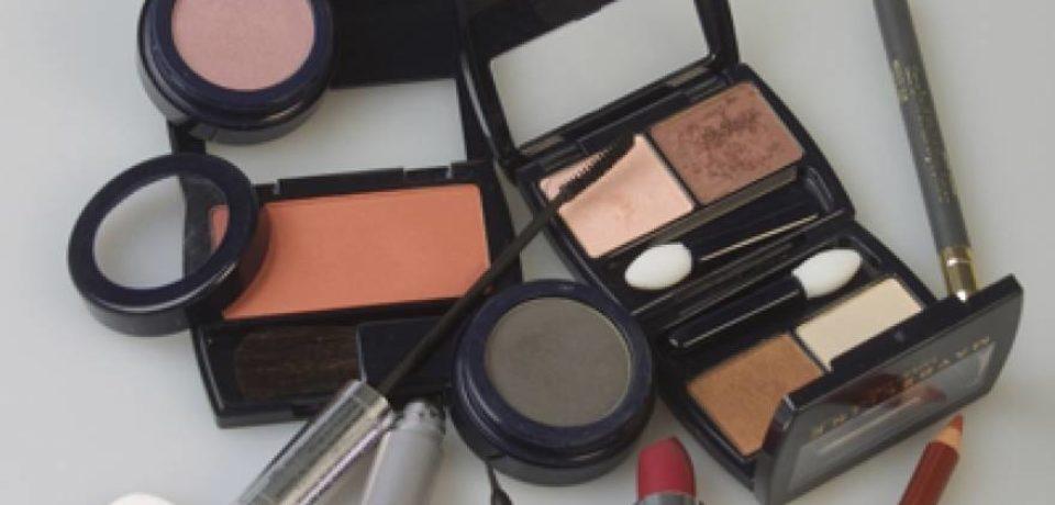 Brand de produse cosmetice, anunţă prezenţa fibrelor de azbest în 3 dintre produse