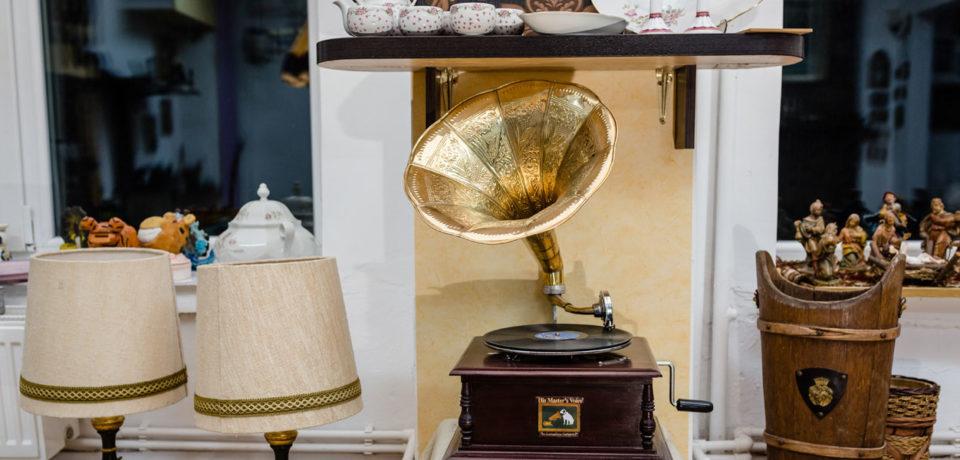 Donați obiecte vintage și primiți bilete la Teatrul Regina Maria