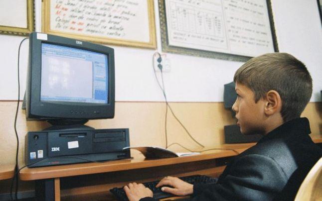 """""""Euro 200"""" – bani de calculator pentru elevi şi studenţi"""