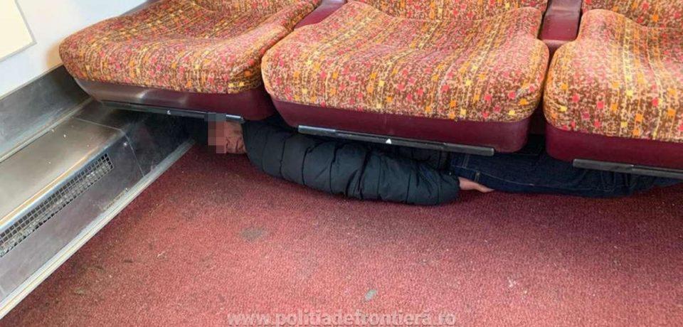 Bărbat ascuns sub bancheta unui compartiment de tren, reţinut la Episcopia Bihor