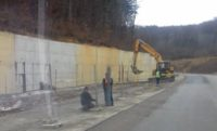A inceput consolidarea DN 76 in zona alunecarii de teren din zona Cristioru de Jos