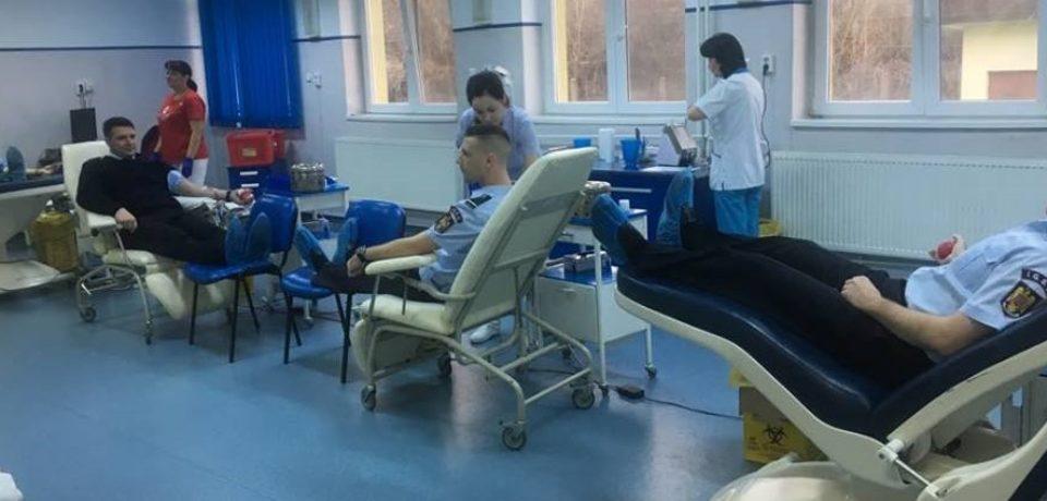 """O """"altfel"""" de misiune de salvare: Pompierii ISU Crisana au donat sange"""