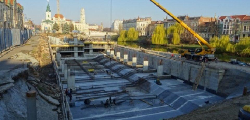 Avansează lucrările la parcarea subterană din strada Independenței
