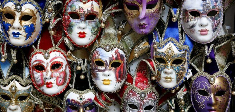 """,,Carnaval veneţian"""" la Muzeul Ţării Crişurilor din Oradea"""