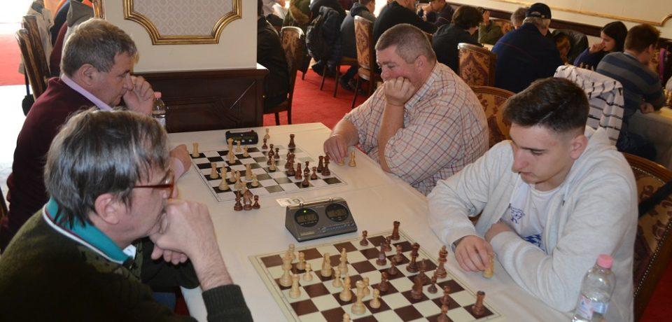 """Start pentru a treia ediție a Memorialului """"Dan Mihai Carțiș"""" la șah rapid"""
