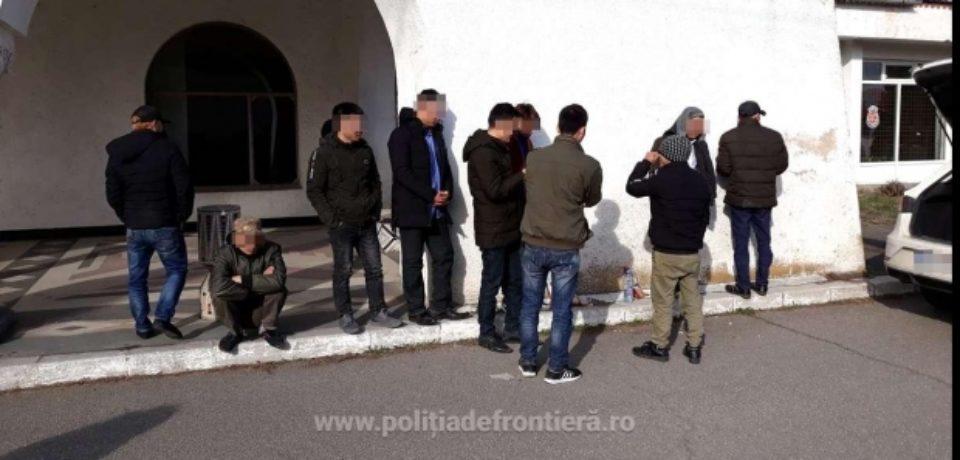 Zece persoane din Vietnam şi patru călăuze slovace, depistate la graniţa cu Ungaria
