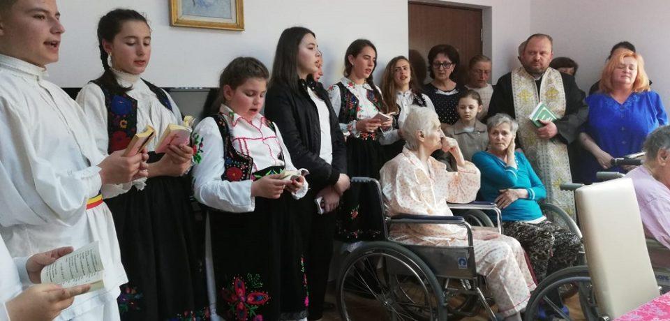 Credincioșii parohiei din Subpiatră, la bunicii din Ponoară