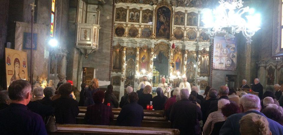 La o biserică din Oradea s-au ţinut două slujbe de Înviere. Video