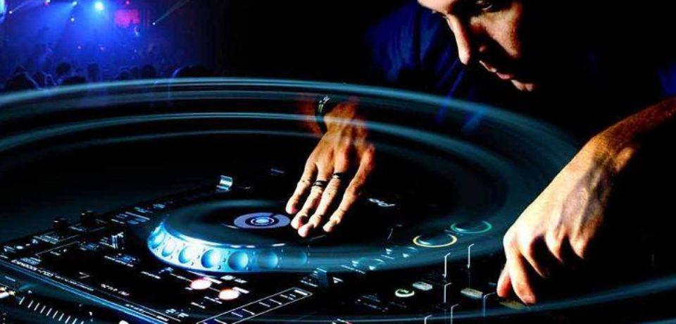 Oportunitate pentru tinerii bihoreni pasionați de muzică, dornici să devină DJ