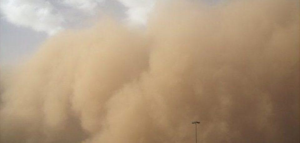 Un uriaş nor de praf saharian ajunge miercuri în vestul ţării. Bihorul e vizat