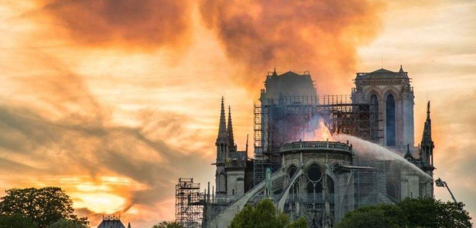 Structura edificiului şi unele din relicvele sacre, salvate din incendiul teribil de la Notre Dame