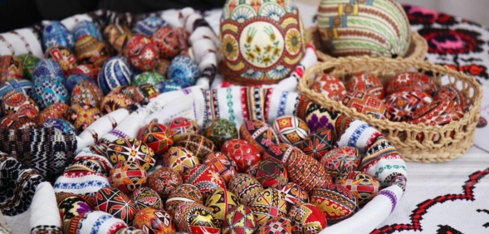 Românii au alocat pentru vacanţa de Paşte între 200 şi 400 lei pe zi de persoană. Aproape jumătate au folosit voucherele de vacanţă
