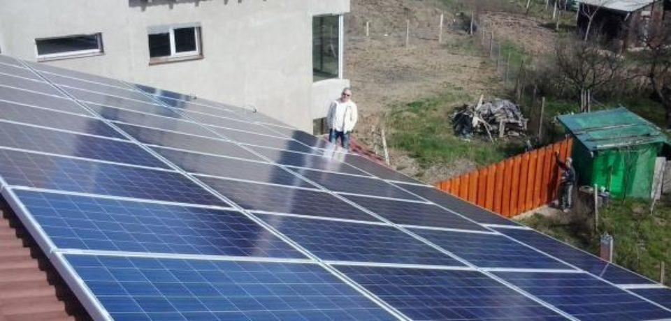 300 de locuințe izolate din Bihor pot beneficia de Programul privind instalarea de sisteme fotovoltaice