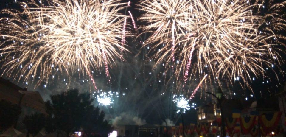 Cel mai numeros public vazut vreodata in Piata Unirii. Andra si focul de artificii au atras 30.000 de oradeni, conform organizatorilor