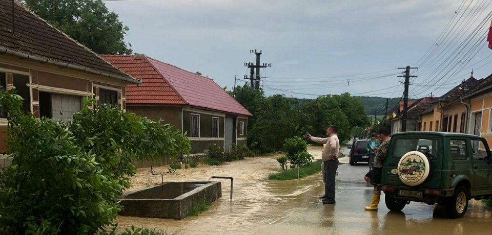 Viituri şi inundaţii în Bihor, în urma furtunilor. Vezi unde