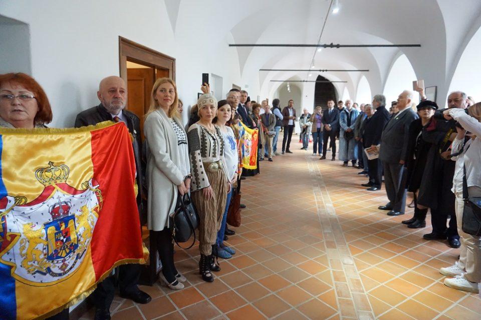 Muzeul Orașului Oradea găzduiește două expoziții inedite dedicate Reginei Maria și familiei regale