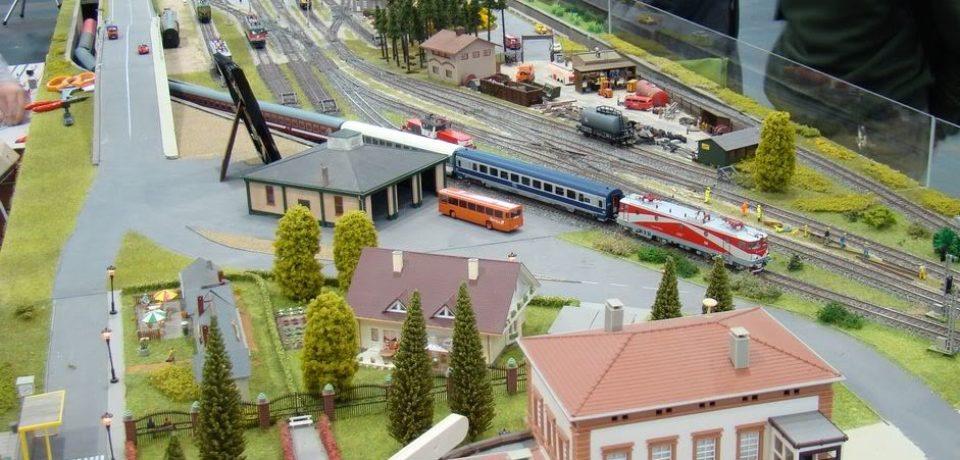 Expoziție inedită de trenuri în miniatură, la ERA Park Oradea