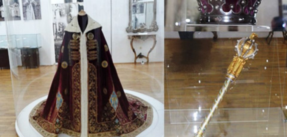 Expoziție inedită a coroanei, sceptrului și mantiei Regelui Ferdinand, la Oradea