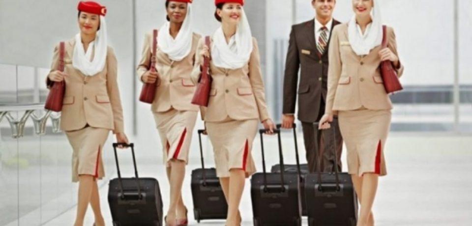 Compania Emirates Airlines angajează însoţitori de bord din România.  Veniturile medii sunt de 2.300 de euro lunar