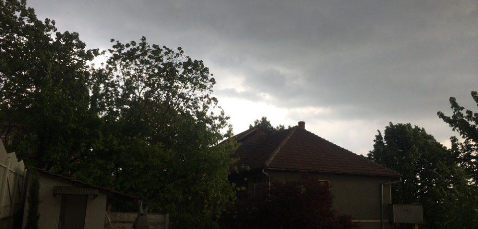 Cod galben de furtuni şi grindină în Bihor. Vezi unde