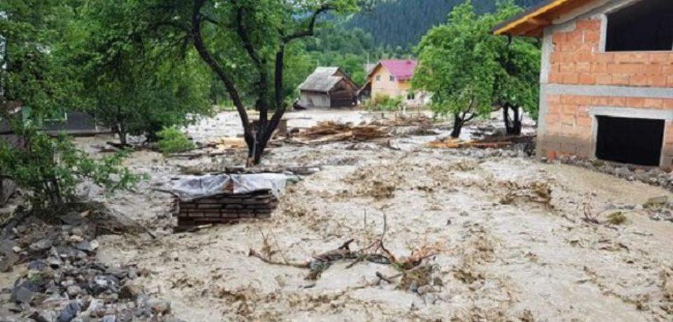 Două persoane au fost salvate de viitură în Bihor