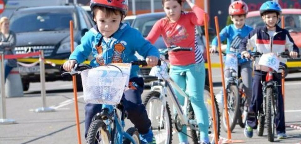 """""""Micul Velo Rutier – Racing Kids"""", preambul la Turul Ciclist al Bihorului"""