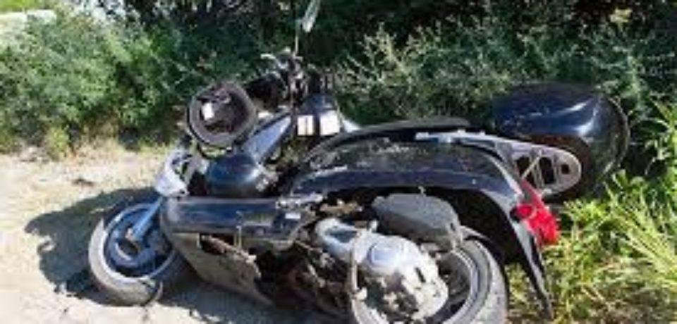 Adolescent accidentat în timp ce conducea fără permis, un moped neînregistrat