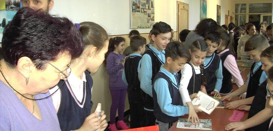 """Târg de carte cu caracter caritabil la Liceul Ortodox """"Episcop Roman Ciorogariu"""" Oradea"""