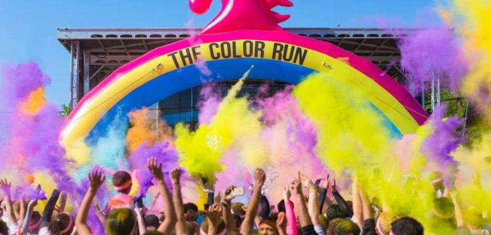"""1.000 de participanți vor trece prin tone de pudră colorată la """"The Color Run"""""""