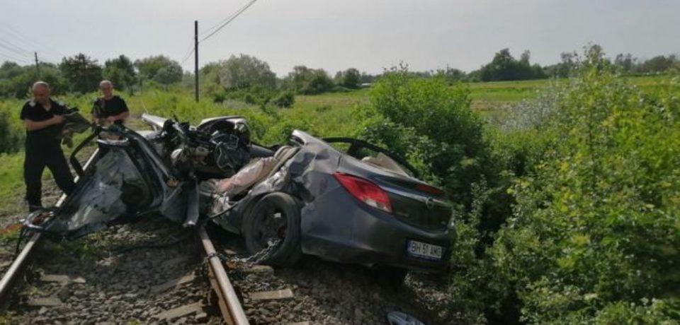 Accident cumplit la Finiș. Şoferul maşinii izbite de tren a murit