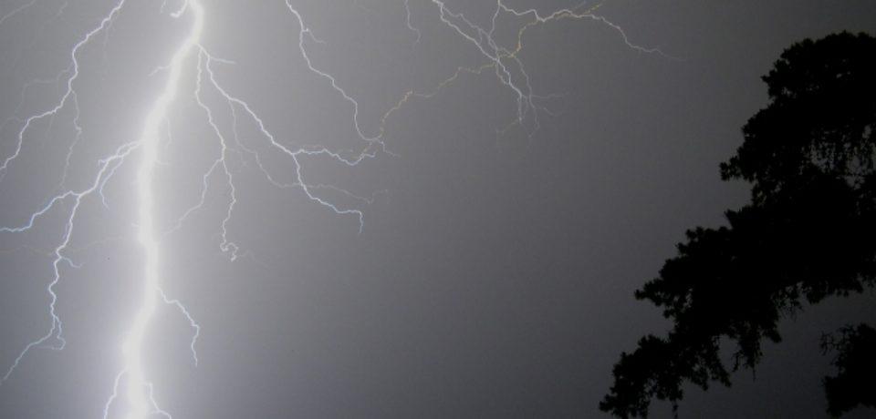 Parte din Bihor, sub cod galben de ploi şi intensificări de scurtă durată ale vântului
