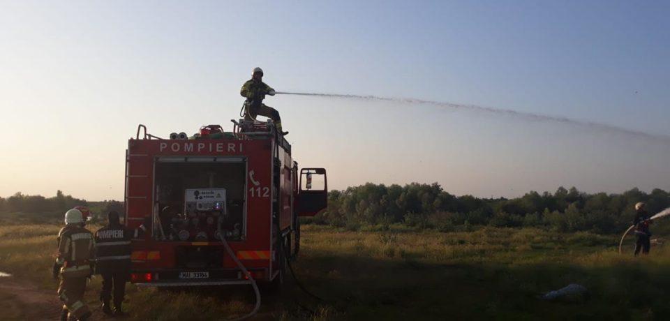 Intervenții la inundații și misiuni de stingere a incendiilor desfășurate de pompierii bihoreni în șapte localități