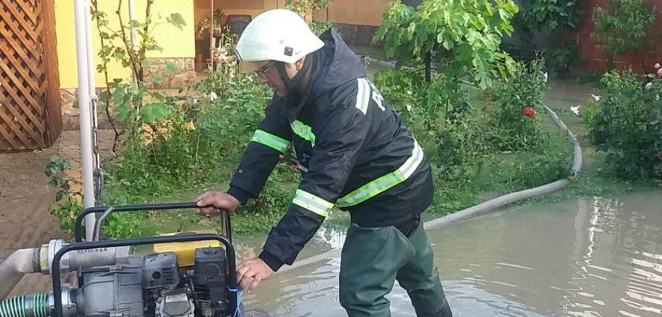 21 de misiuni ale pompierilor bihoreni în sprijinul comunităților afectate de inundații