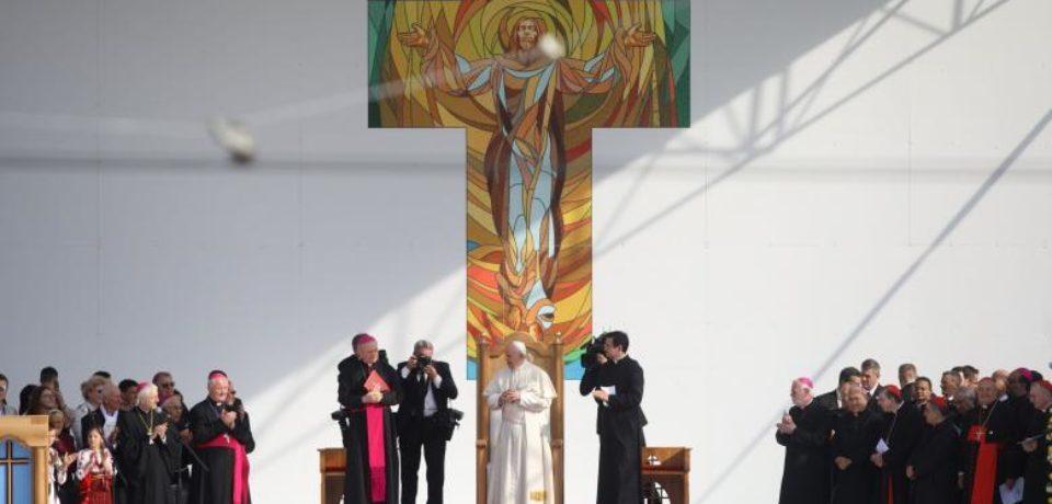 Papa Francisc a recitat din Eminescu în faţa pelerinilor de la Iaşi
