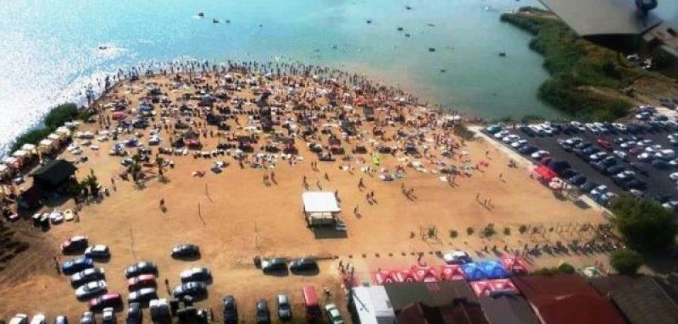 """Mii de turişti la Plaja Ghioroc, supranumită """"Litoralul Vestului"""". N-au lipsit bihorenii"""