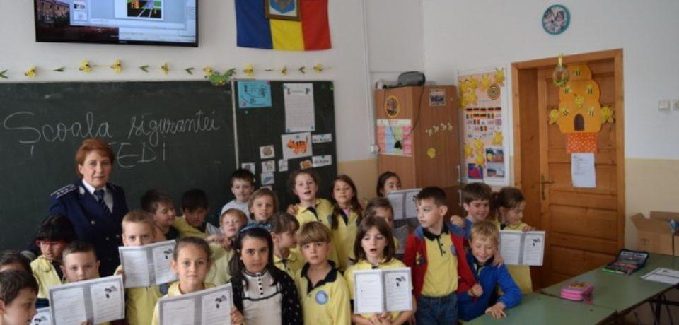 """,,Şcoala Siguranţei Tedi"""". Peste 1.500 de elevi din Bihor au fost angrenați în program"""