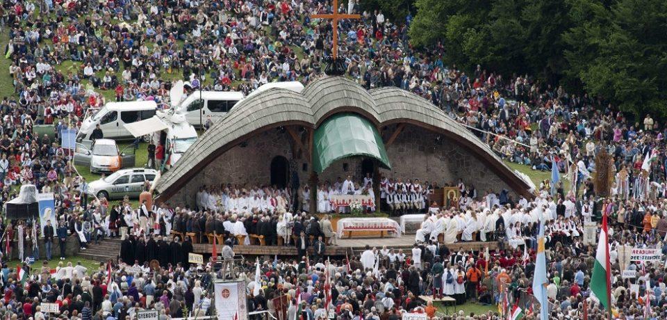 Papa Francisc oficiază sâmbătă slujba la Şumuleu-Ciuc şi Iaşi. Sunt aşteptaţi peste 100.000 de pelerini
