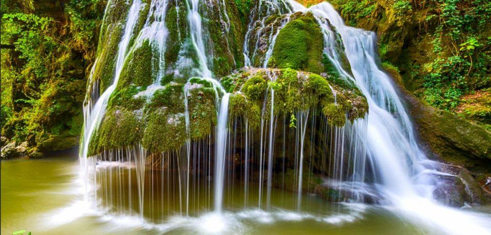 Cascada Bigăr, tot mai căutată pe timpul verii