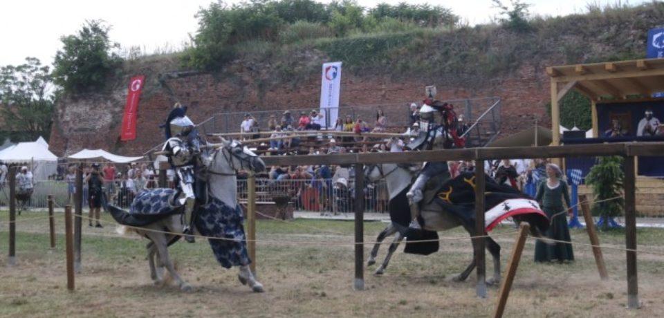 """Zeci de trupe medievale """"au asediat"""" Cetatea Oradea. Programul zilei de sâmbătă"""