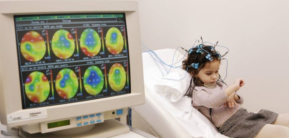 Un encefalograf de ultimă generație, conectat la o rețea de telemedicină din care face parte și un spital din Oradea